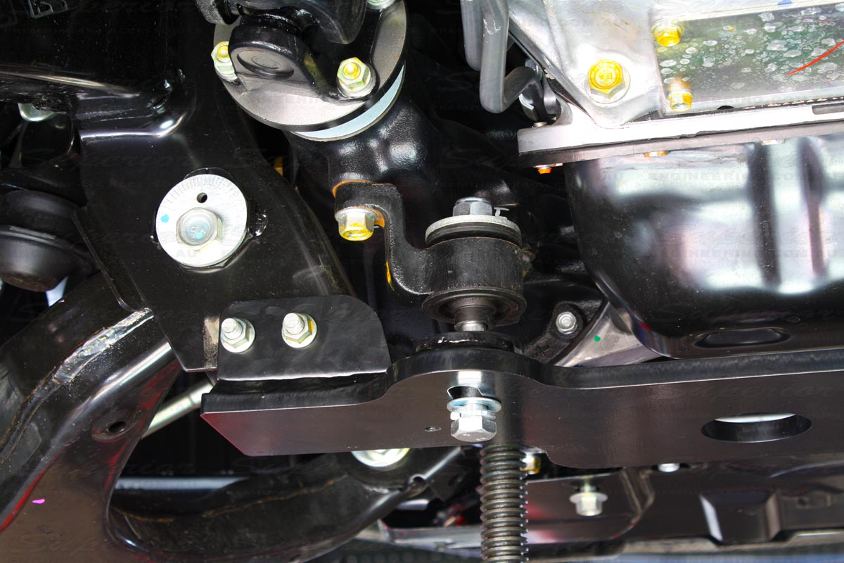Installing the Superior 30mm Diff Drop Kit onto a Holden Colorado